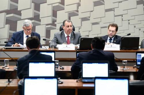 Omar faz CAE convocar Paulo Guedes, homem da economia de Bolsonaro