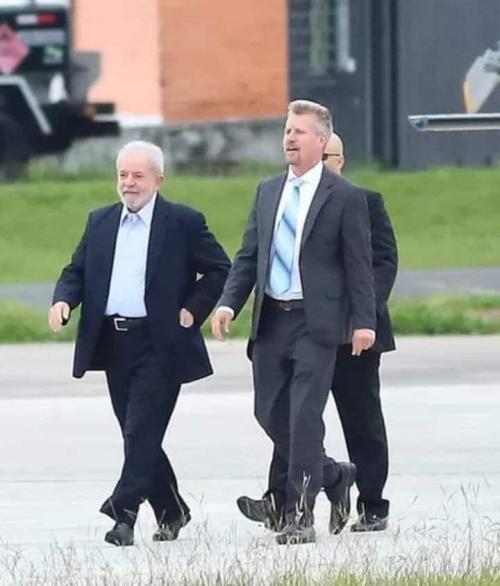 Lula chega a São Paulo para ir ao velório do neto Arthur