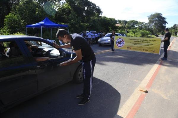 Em Santarém, blitz orienta condutores sobre poluição sonora durante o carnaval