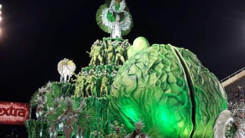 Viradouro, Salgueiro e Tijuca são destaques do primeiro dia de desfile na Sapucaí