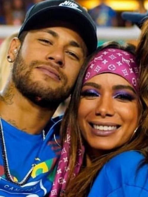 Colunista divulga vídeo de beijo de Neymar em Anitta
