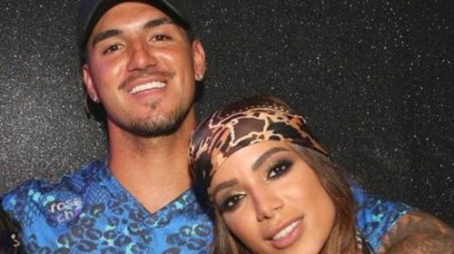 Anitta e Gabriel Medina são flagrados em clima de romance em restaurante