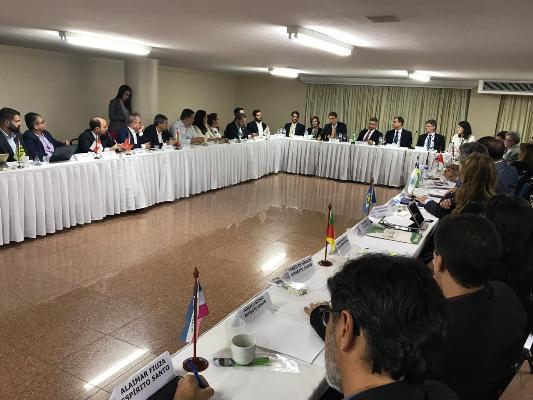 Ricardo Salles garante apoio a estados para combater desmatamento na Amazônia