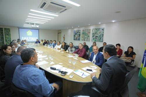 Governador recebe prefeitos de Novo Airão e Alvarães para discutir demandas