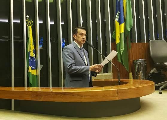 Sidney Leite cobra explicações do ministro da Educação sobre universidades federais do AM