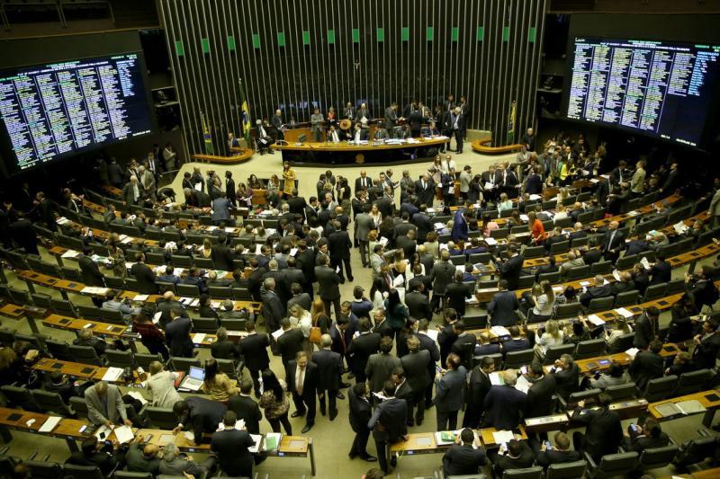 Deputados aprovam PEC que tira poder do Executivo sobre Orçamento