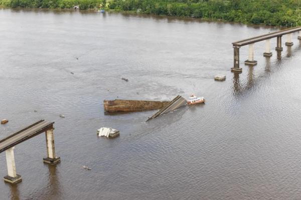 Bombeiros retomam buscas no Rio Moju, no Pará