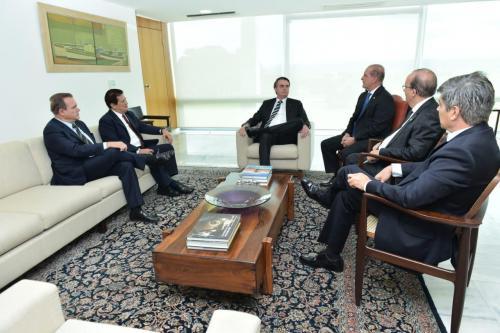 Após reunião com Bolsonaro, PR impõe condições para apoiar Previdência