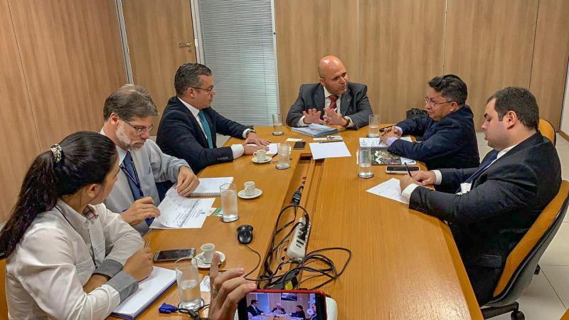 Em Brasília, Josué Neto pede providências para estradas e portos do AM
