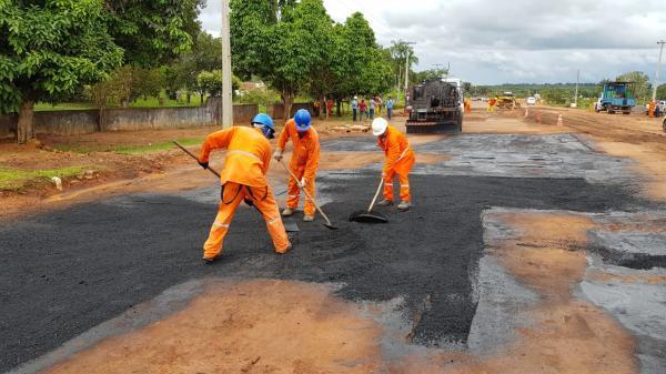Seinfra recupera trechos críticos da rodovia Manaus-Manacapuru