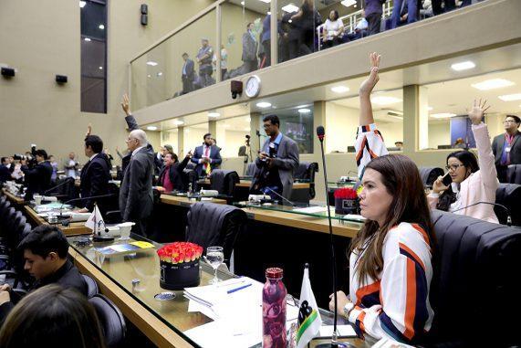 Deputados do AM retomam votação e aprovam reajuste da Polícia Civil