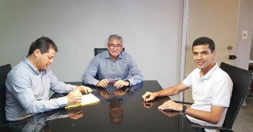 Prefeito de Maués reúne com Seinfra para decidir data do início de asfaltamento
