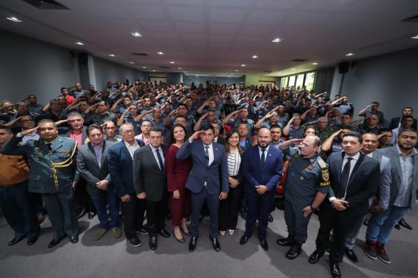 Wilson Lima assina promoção de 2,2 mil PM's do Amazonas