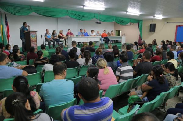 Prefeito de Parintins anuncia reajuste salarial para servidores efetivos e estatutários