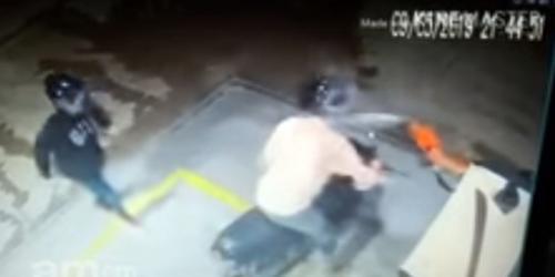 Frentista espirra jato de gasolina em assaltante, em Parintins e vídeo viraliza
