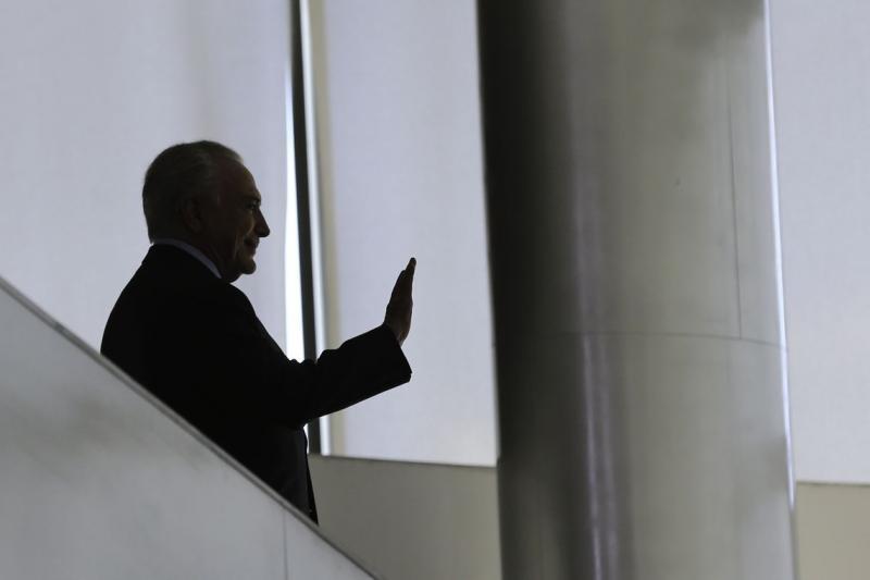 Por unanimidade, ministros do STJ decidem soltar Temer