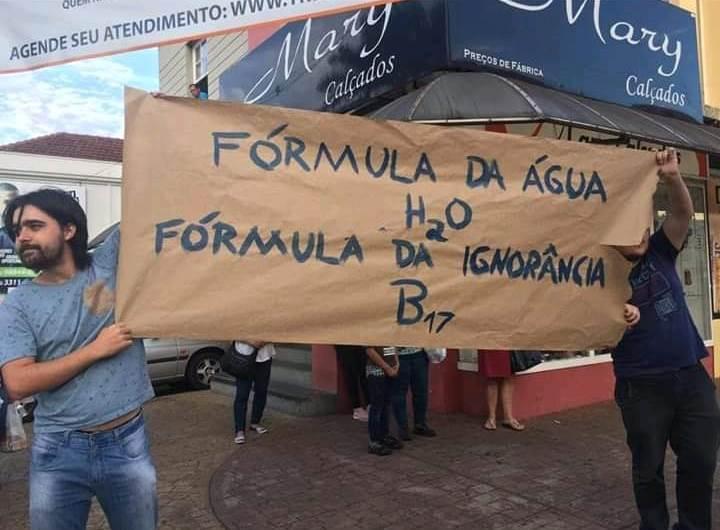 """""""Fórmula da água H2O; fórmula da ignorância B17"""", reagem estudantes"""
