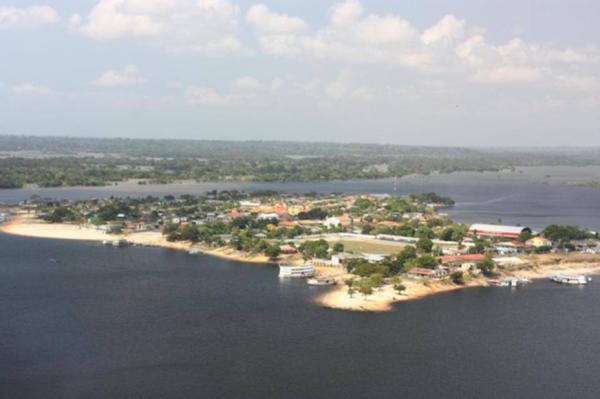 Helicópteros da Marinha auxiliam nas buscas por criança desaparecida no rio, em Nhamundá (AM)