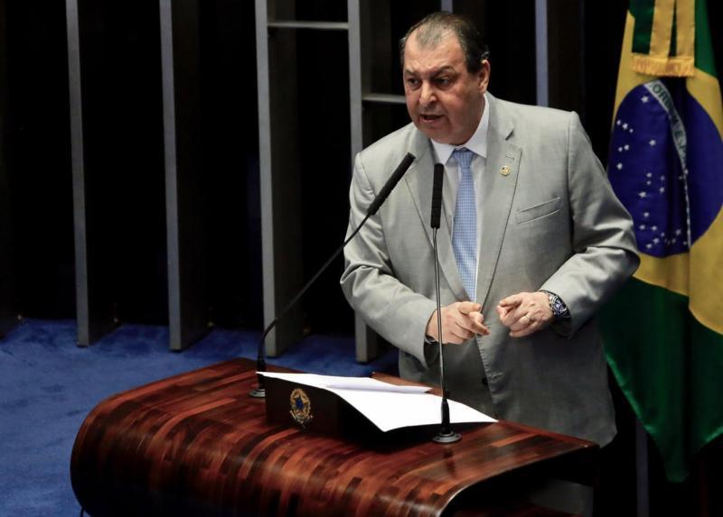 Senador Omar Aziz cobra Bolsonaro