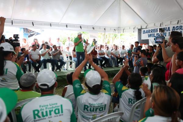 Em Barreirinha, governador anuncia retomada das obras de asfaltamento
