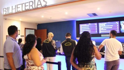 Cinemas de Manaus são notificados por cobrança de taxa extra pela internet
