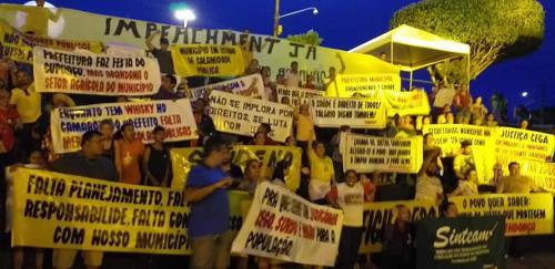 Na Festa do Cupuaçu, população de Figueiredo pede cassação do prefeito