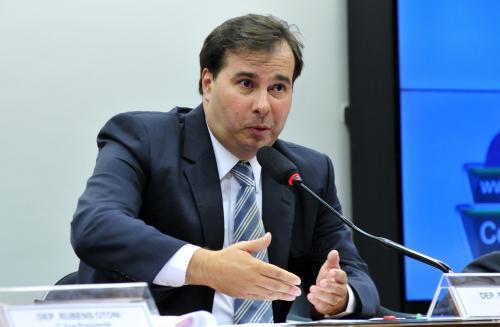 Estados e municípios ficarão fora da reforma da Previdência, diz Maia