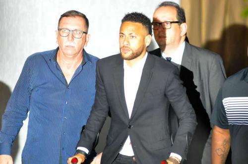 Neymar chorou em depoimento e diz que usou camisinha, diz TV