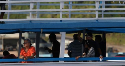Embarcações rumo à Parintins recebem ação de combate ao descarte irregular de resíduos