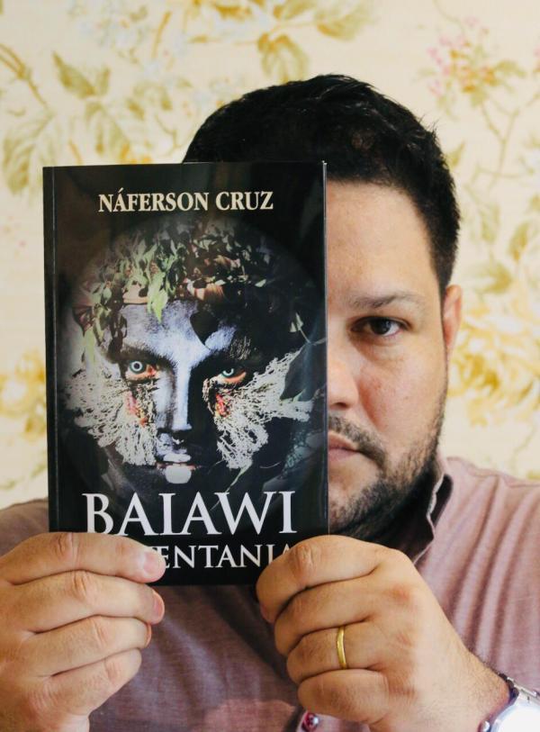 Em Parintins, Náferson Cruz lança livro em festa dos 'Poetas da Baixa'