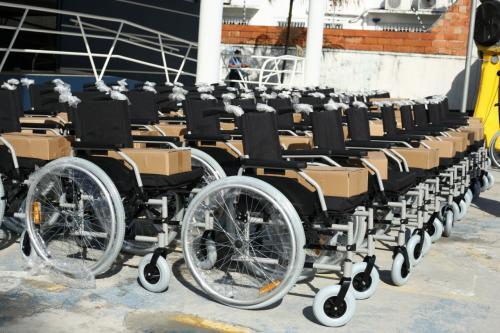 Seped entrega cadeiras de rodas em Parintins