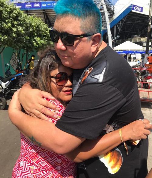 Marcia Siqueira posta foto abraçada com David Assayag