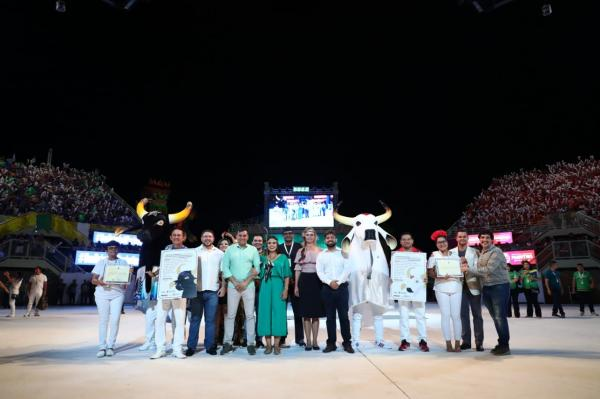 Caprichoso e Garantido recebem título de Patrimônio Cultural do Brasil
