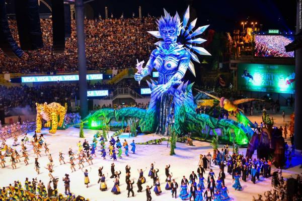 Primeira noite do Festival de Parintins reuniu público de mais de 12 mil pessoas