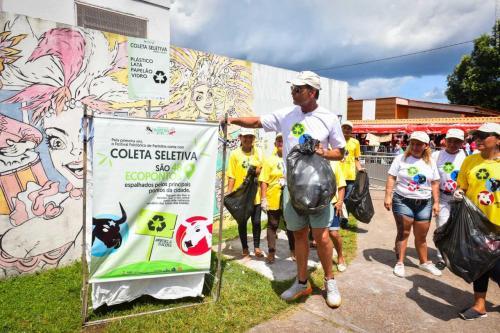 Ator Victor Fasano orienta galeras dos bois sobre campanha dos resíduos sólidos