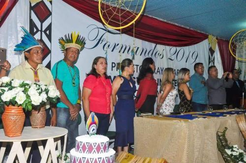 Em Nhamundá, 11 indígenas recebem certificados de magistério da Seduc-AM