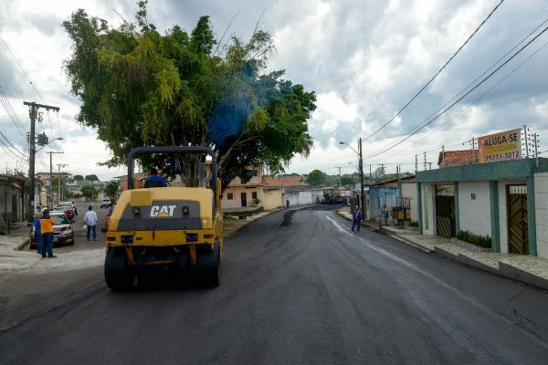 Obras de recapeamento avançam em ruas de Manaus
