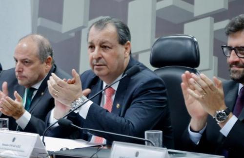 Pressão da bancada faz Guedes suspender portaria contra setor de Informática