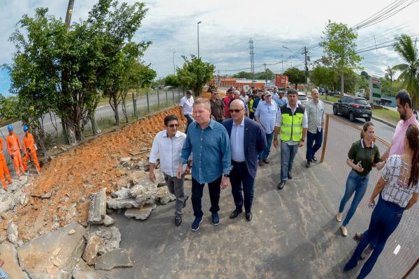 Prefeito de Manaus acompanha início da recuperação da bola da Suframa