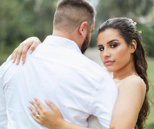 Influenciadora se joga de prédio e morre, um dia após se casar com ela mesma
