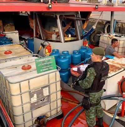 Batalhão Ambiental e Ipaam apreendem mais de 70 mil litros de combustível irregular