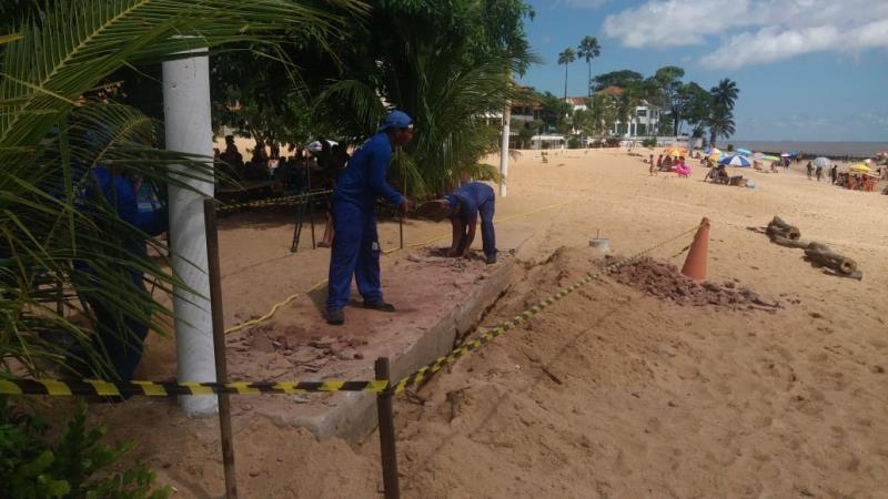 Prefeitura de Belém retira passarela irregular da praia de Mosqueiro