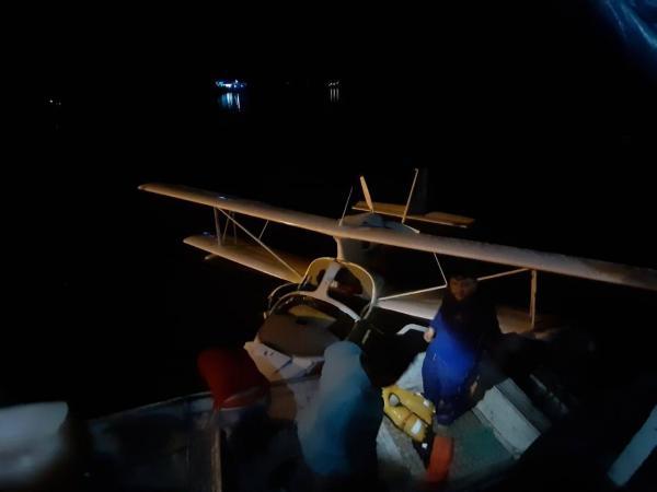 Avião cai em Lago de Coari (AM) e deixa dois feridos