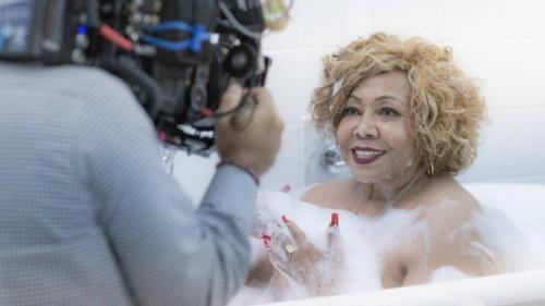 Aos 71 anos, Alcione vira garota-propaganda de marca de beleza