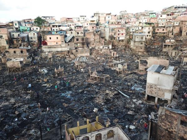 Mais de 100 famílias vítimas do incêndio no Educandos devem atualizar o CadÚnico