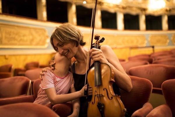 Violinista italiana apresenta concerto com temática sobre preservação da Amazônia