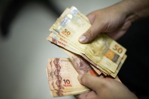 Aprovada em comissão, LDO prevê salário mínimo de R$ 1.040 em 2020