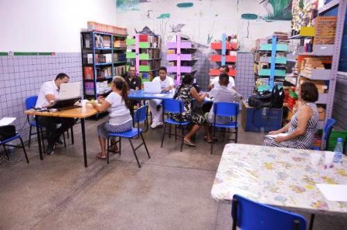 Ação leva assistência médica, jurídica e social para moradores do Educandos, em Manaus