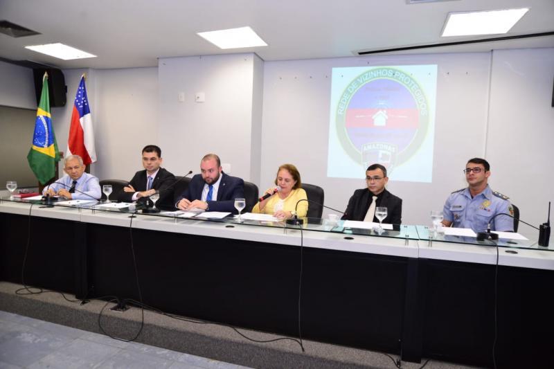 Therezinha Ruiz discute regulamentação da Rede de Vizinhos Protegidos