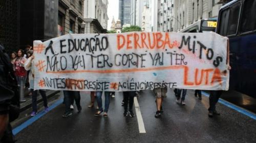 Mais de 150 municípios protestam hoje (13) em defesa da Educação